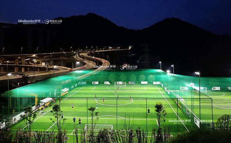 足球场照明设计,专业的11人足球场该如何选择足球场照明灯?