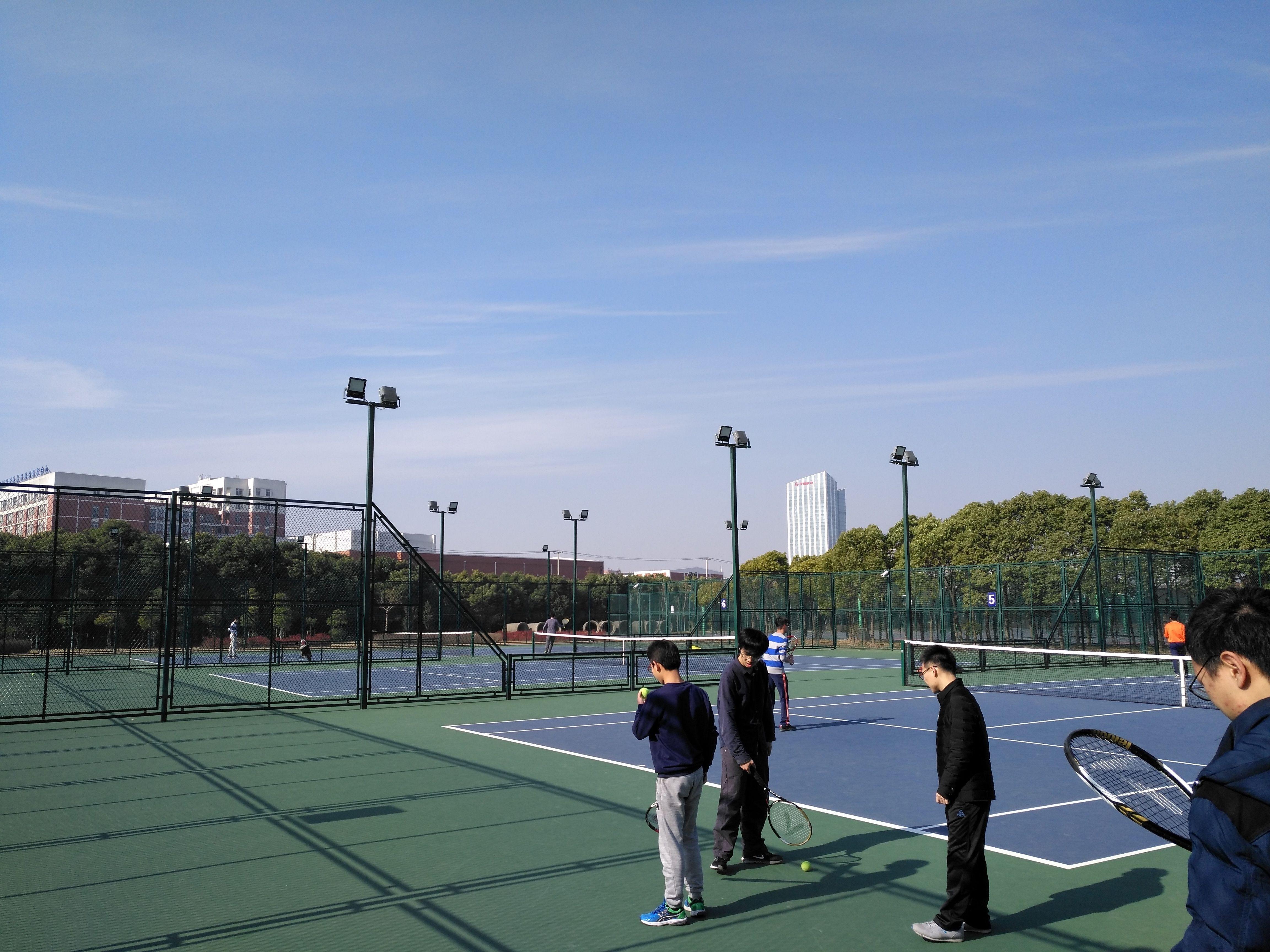 网球场照明的专业性如何体现,多杆布置是网球照明的关键吗?